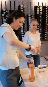 Notre importatrice en Roumanie qui va faire découvrir un grand Bandol rosé 2013 à ses clients